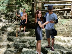Anh Long makes a new Filipino friend within minutes of arriving to Mag-Aso Falls