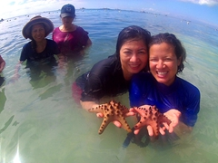 Chi Hong and Becky posing with starfish