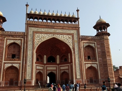 The main gate to the Taj Mahal (Darwaza-i rauza) has identical northern and southern facades