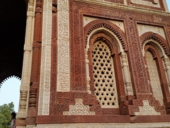 Detail of the inscriptions of the main gateway (Alai Darwaza) to the Qutub Mosque