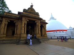 Kelaniya Buddhist Temple is 7 KM from Colombo and well worth a visit