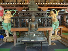 Interior courtyard display; Gangaramaya Temple