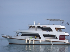 MY Sheena - our comfortable home for a weeklong liveaboard