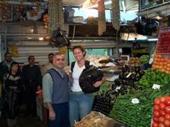 Becky meets a friendly vegetable vendor; Damascus