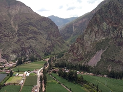 Towering mountains in the sacred valley