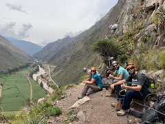 Lunch stop to admire the amazing scenery of the sacred valley