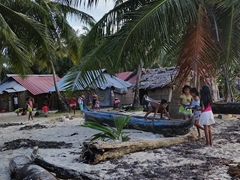 Kuna children playing; Ina Island
