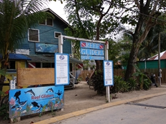 Reef Gliders - the dive shop we chose to dive with on Roatan