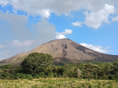 Driving out to hike up Telica, an active volcano about 30 km from Leon