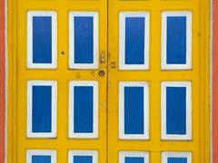 Bright cheery door; Flores