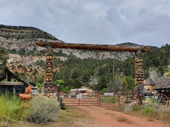 Totem pole entranceway on our drive from Kanab to Bryce Canyon