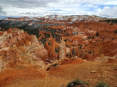 Hiking trail leading down to the hoodoos (spire shaped rock formations); Bryce Canyon National Park