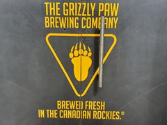 The Grizzly Paw - good beer aplenty in Canmore