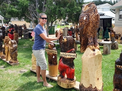 High fiving a bear at Jordan Dahl's chainsaw art workshop; Hill City