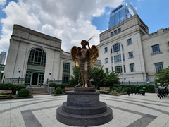 Statue at the Nashville Symphony