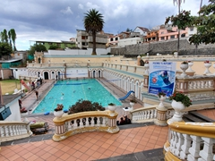 Piscina Neptuno, a public swimming pool in Otavalo