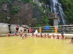 Group photo as the Las Piscinas de la Virgen thermal baths in Banos