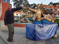 Robby posing with a statue of Eduardo Abaroa, a Bolivian hero of the War of the Pacific (Chile against Bolivia & Peru); San Pablo de Tiquina