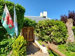 Welsh cafe; Gaiman