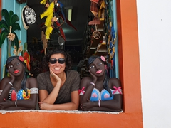 "Becky sandwiched between two ""Namoradeira"" (sweetheart) statues which are very popular in the state of Minas Gerais"