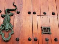 Iguana door knocker