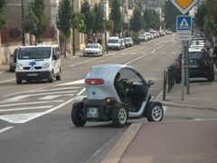 A Twizy (compact electric car); Joigny