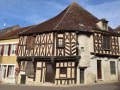 Cravant's petite town square