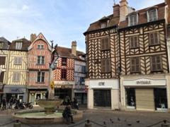Place Surugue; Auxerre