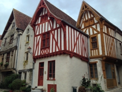 Ever since we lived in one, we've loved half timbered houses! This trio caught our eye in Noyers-sur-Serein