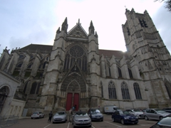 Side view of the imposing Cathedrale St-Etienne; Auxerre