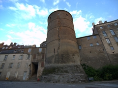 The cracked Golden Orle Tower. The crack dates from 1602; Semur-en-Auxois