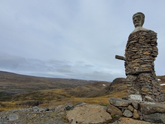Road construction workers often build a monument after completing an especially difficult section of the road. This is called Kleifabui, 'inhabitant of Kleif', Kleifaheidi Pass