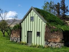 Turf roof house near Reynistaðakirkja
