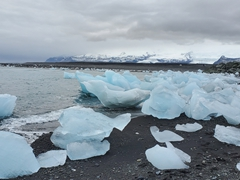 Massive iceberg fragments on Diamond Beach