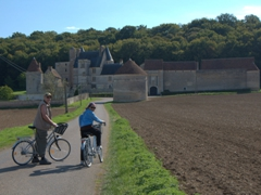 Dad and mom on their bike ride to Château de Faulin