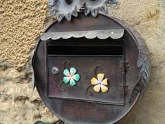 Mailbox; Villiers-sur-Yonne