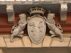 Lion crest of Palazzo Rosso (Red Palace); Via Garibaldi
