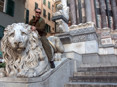 Robby sitting on one of lions guarding the Cattedrale di San Lorenzo