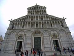 Massive façade of Duomo of Santa Maria Assunta (Pisa Cathedral)
