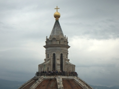An overcast day yet there are still dozens of visitors willing to climb to the top of Brunelleschi's Dome