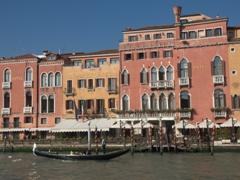 A gondola in front of Hotel Principe