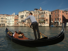 Gondolier hard at work