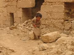 Marib boy blending into his surroundings