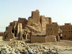One of many ruined mud-cities on the route from Seyun to Mukalla
