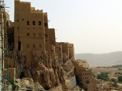 Cliff-side dwellings, Al-Hajarain