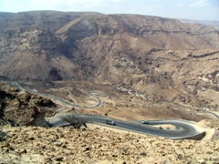Winding road, route between Seyun to Mukalla