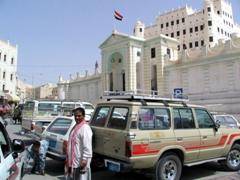 Abdalla in front of Sultan Al-Kathiri's Palace, Seyun