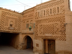 Stumbling around the labyrinth area of Ouled el Hadef is the best way to discover this interesting city