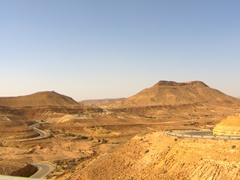 The scenic drive to Chenini